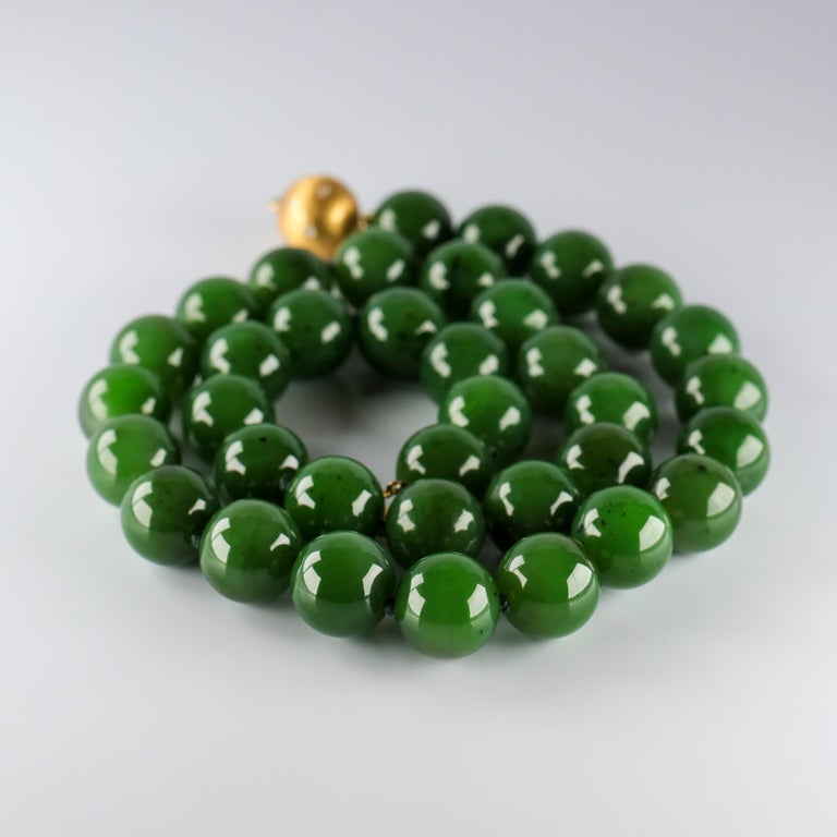 Statement Necklace of Jade, Gold and Diamonds For Sale 11