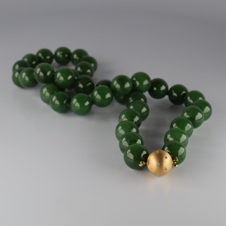 Statement Necklace of Jade, Gold and Diamonds For Sale 2