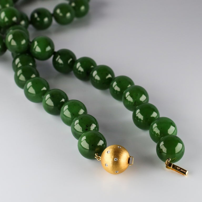 Statement Necklace of Jade, Gold and Diamonds For Sale 3