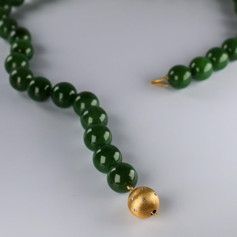 Statement Necklace of Jade, Gold and Diamonds For Sale 4