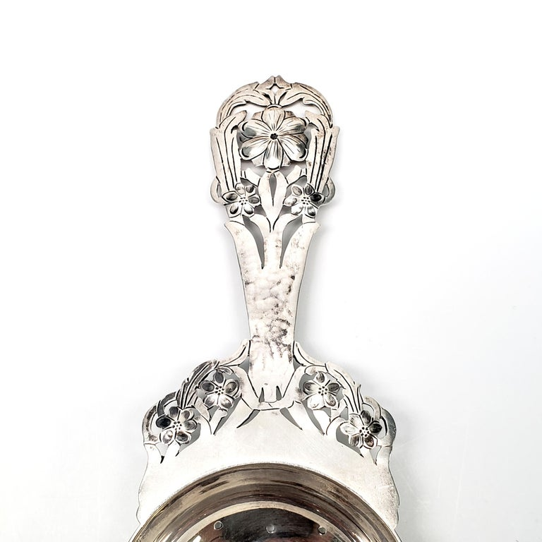 Stavre Gregor Panis Sterling Silver Flower Design Tea Strainer In Good Condition In Greenwich, CT