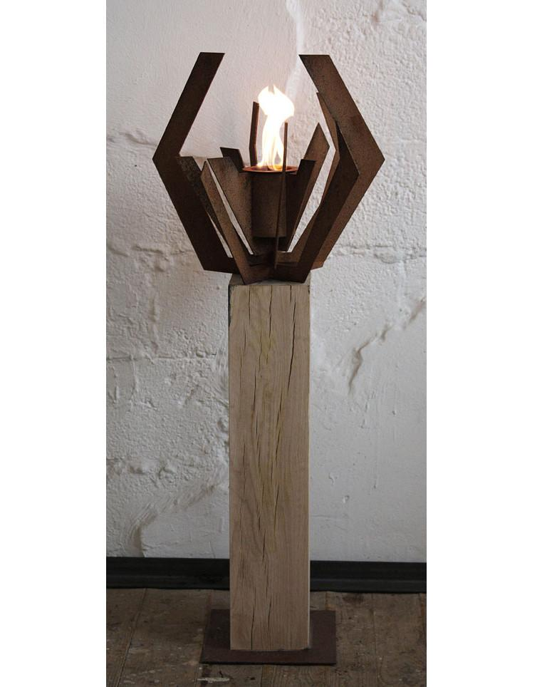Extraordinary garden torch with one burner insert on an untreated oak spot. If the spot is set up outside, she develops a gray patina.  There are already individual lava stones in the included burner, this burner can therefore be easily filled with