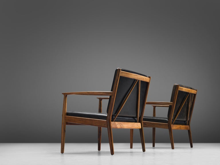 Steffen Syrach Larsen Pair of Easy Chairs in Rosewood and Black Leather In Excellent Condition For Sale In Waalwijk, NL