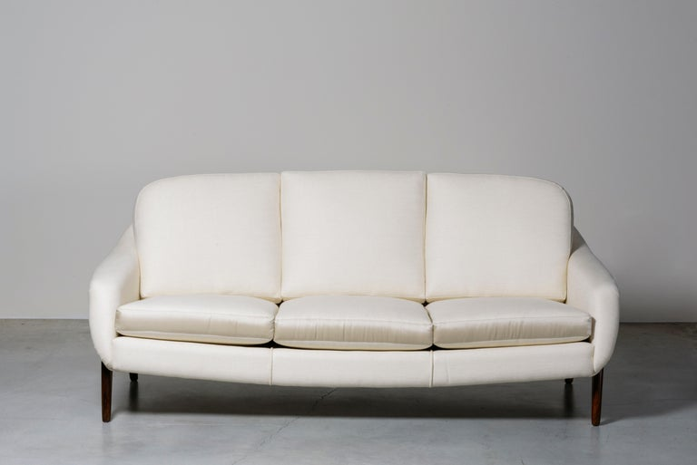 Stella sofa by Sergio Rodrigues. Brazil, 1965. Manufactured by Oca. Example provided with Brazilian Government fiscal stamp. Solid wood, fabric upholstery. Measures: 190 x 90 x H 76 seat H 35 cm. 74.9 x 35.5 x H 29.9 seat H 13.8 in. Literature: