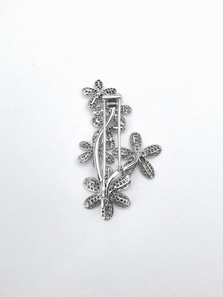 Women's or Men's Stenzhorn 18 Karat White Gold Brooch with Six 3.20 Carat Diamond Flowers For Sale