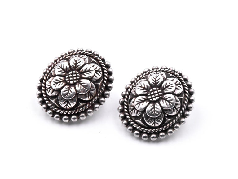 Stephen Dweck Carved Flower Clip-On Earrings In Excellent Condition For Sale In Scottsdale, AZ