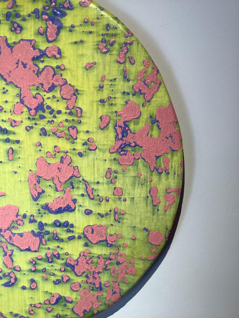 P17-1203, Circular Abstract Painting in Bright Neon Yellow, Light Pink and Blue For Sale 3