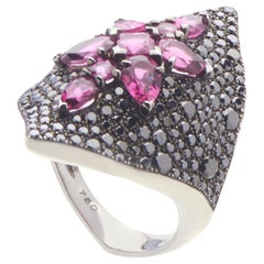 Stephen Webster Belle Époque 18 Karat Gold Black Diamond and Rubellite Ring