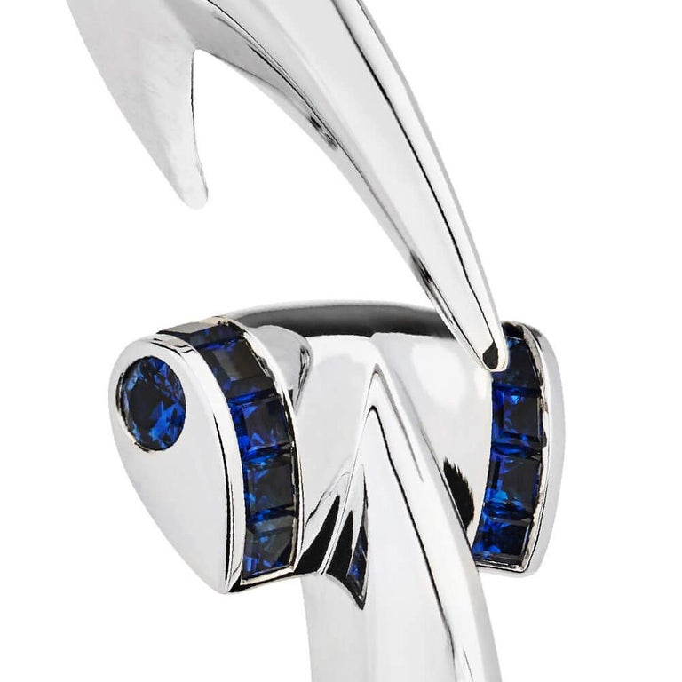 Round Cut Stephen Webster Blue Sapphire and 18 Carat White Gold Hammerhead Bangle For Sale