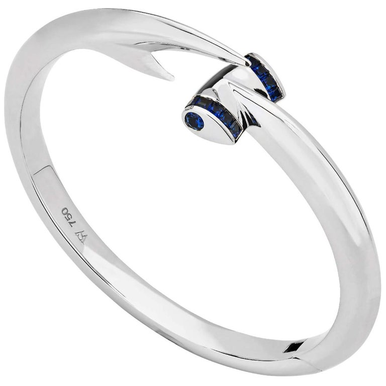 Stephen Webster Blue Sapphire and 18 Carat White Gold Hammerhead Bangle For Sale