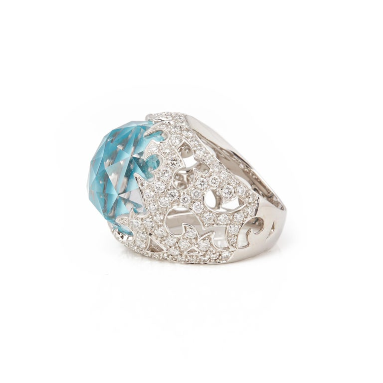 This ring by Stephen Webster is from his Borneo Lipstick collection and features a turquoise and quartz Crystal Haze stone surrounded by pave set white diamonds. Set in white gold with signature band. Ring Size N 1/2. Complete with Xupes