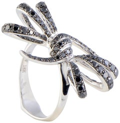 Stephen Webster Forget Me Knot 18 Karat White Gold Black Diamond Pave Bow Ring