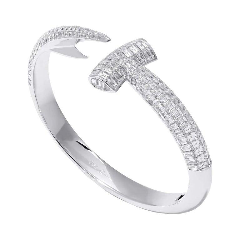 Hammerhead white gold and white diamond bangle