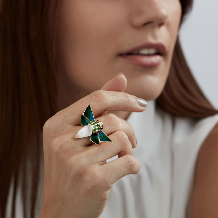 For Sale: undefined Stephen Webster Jitterbug Cuckoo Bee 18ct Gold and White Mother of Pearl Ring 3