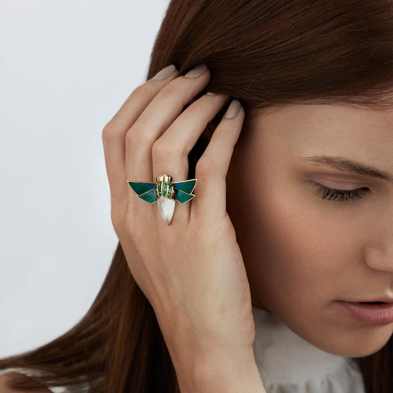 For Sale: undefined Stephen Webster Jitterbug Cuckoo Bee 18ct Gold and White Mother of Pearl Ring 4