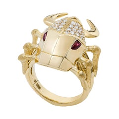 Stephen Webster Jitterbug Toro Beetle 18 Karat Gold with Cabochon Ruby Eyes Ring