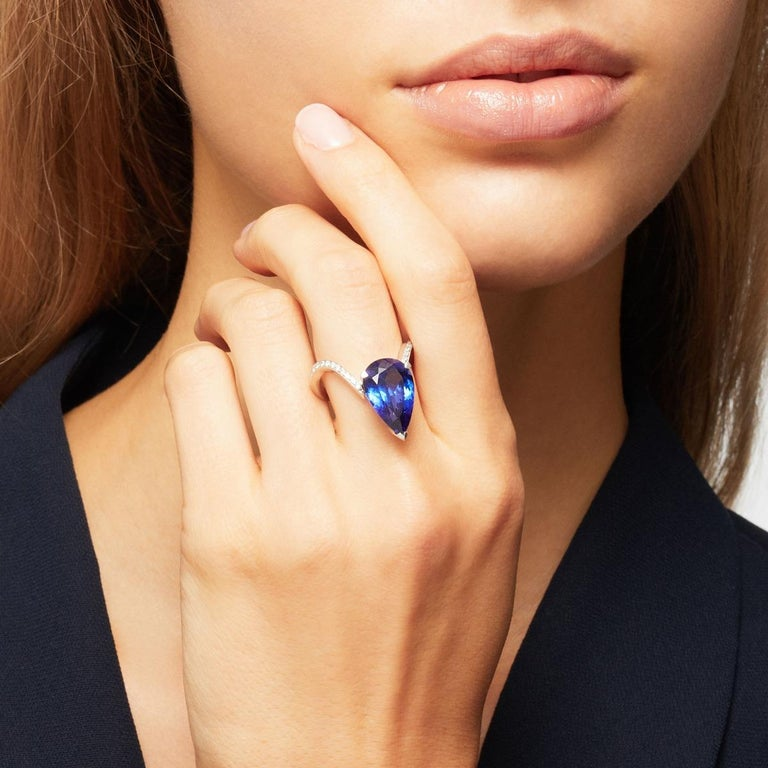Contemporary Stephen Webster Tanzanite and White Diamond Pavé 18 Carat Gold Cocktail Ring For Sale