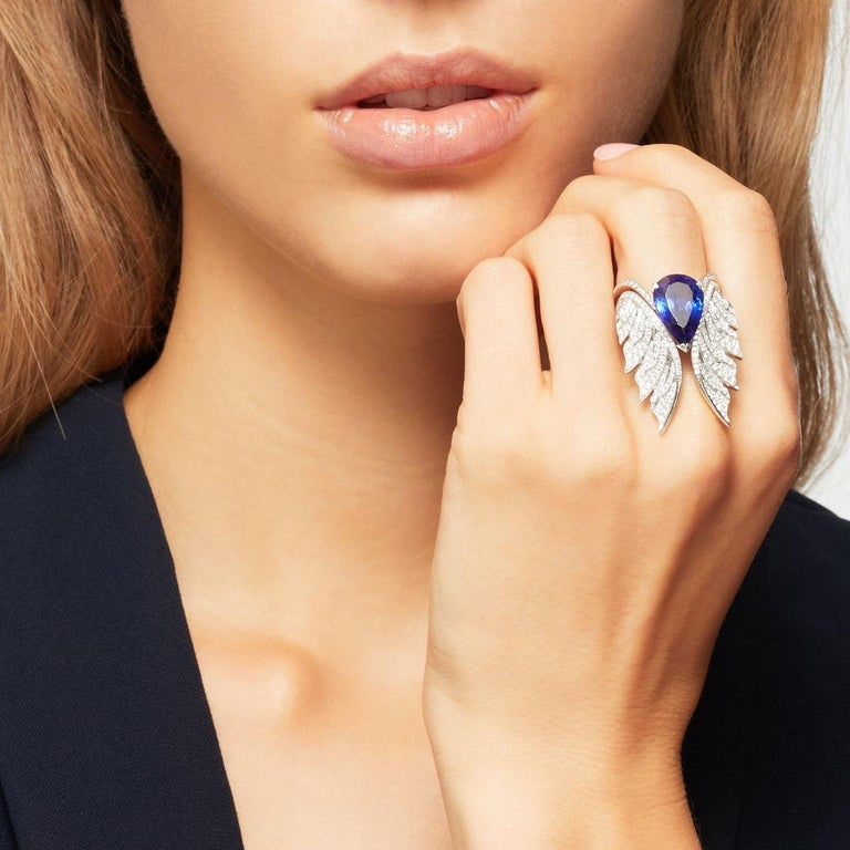 Pear Cut Stephen Webster Tanzanite and White Diamond Pavé 18 Carat Gold Cocktail Ring For Sale