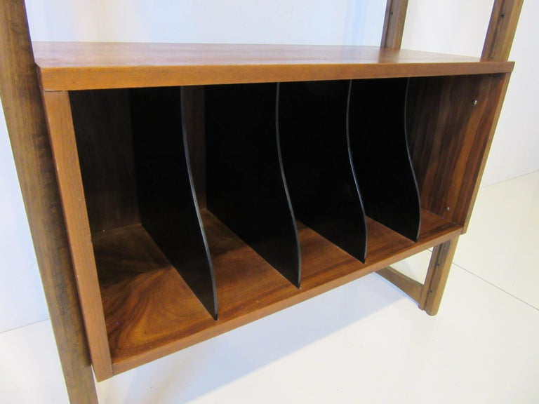 Stereo / Record Walnut Storage Wall Unit In Good Condition For Sale In Cincinnati, OH