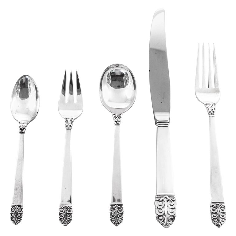 Sterling Flatware, Service for 16/ 5 Piece Set/ 80 Pieces Total For Sale