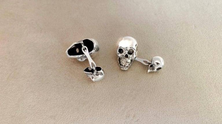 Skull cufflinks made in sterling silver.