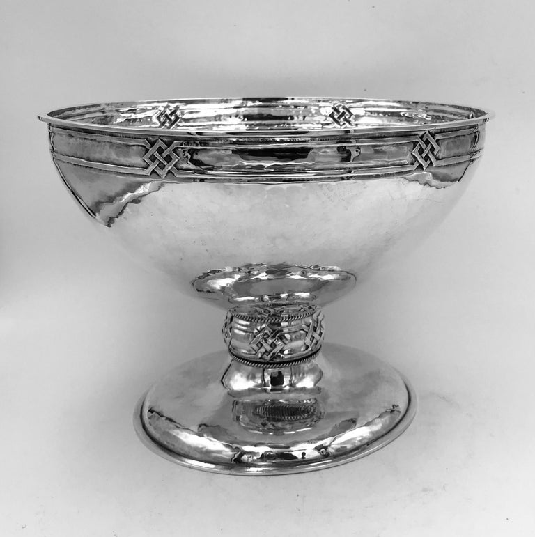 An antique sterling silver Arts & Crafts bowl made by A.E.Jones, Birmingham, England, 1910. This very stylish bowl has a hammered texture finish and Celtic knot design to the border and stem, in keeping with its arts & crafts origins.