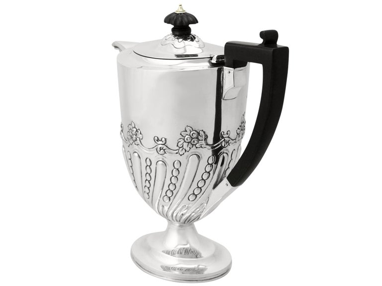 Sterling Silver Coffee Jug by Charles Stuart Harris, Antique, Victorian In Excellent Condition For Sale In Jesmond, Newcastle Upon Tyne