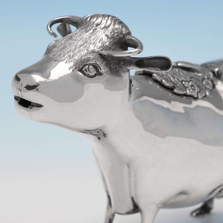 Sterling Silver Cow Creamer, London 1968, William Comyns In Good Condition For Sale In London, London
