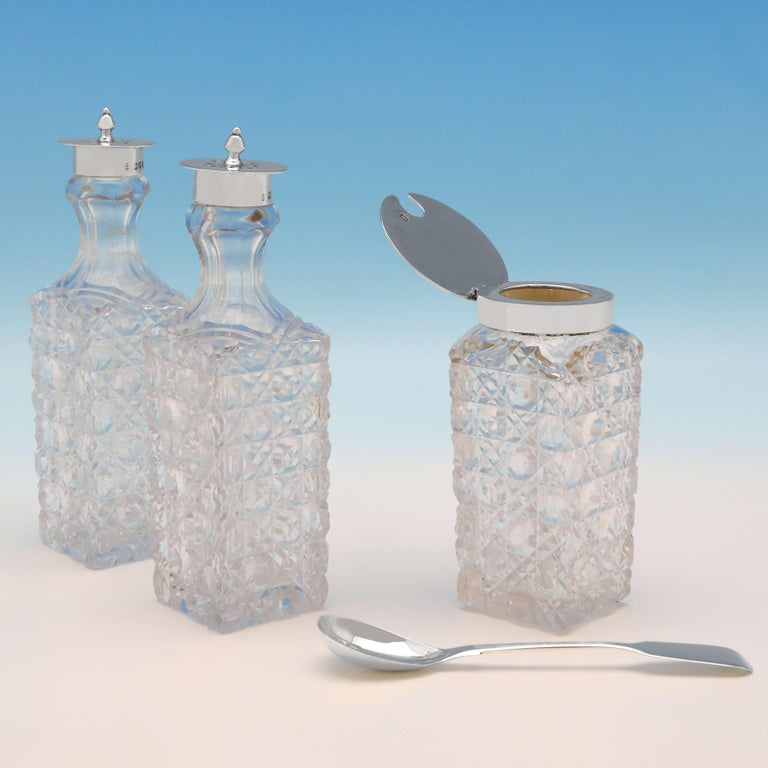 Victorian Antique Sterling Silver Cruet Set by Charles Boyton II London, 1896 In Good Condition For Sale In London, London