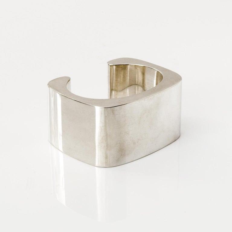 Modern Sterling silver cuff bracelet by Pekka Piekainen, Finland. For Sale