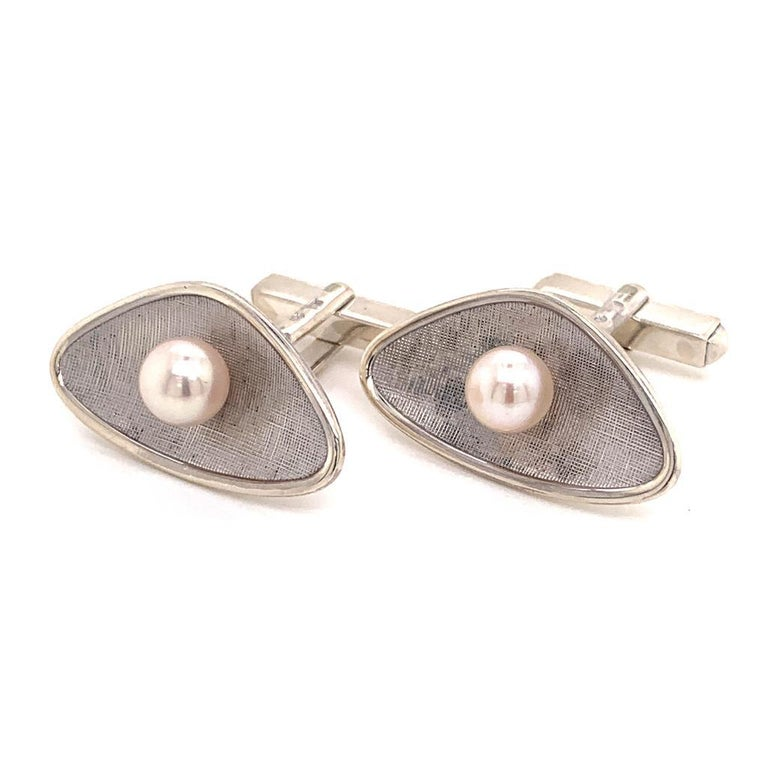 Modern Mikimoto Estate Cufflinks With Pearls Sterling Silver 5.14 Grams 6.25 mm For Sale