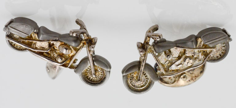 These sterling silver motorbike cufflinks have a small dome oval spring link. The cufflinks showcase the intricate details of the bike, including the motor, wheels, and seats.