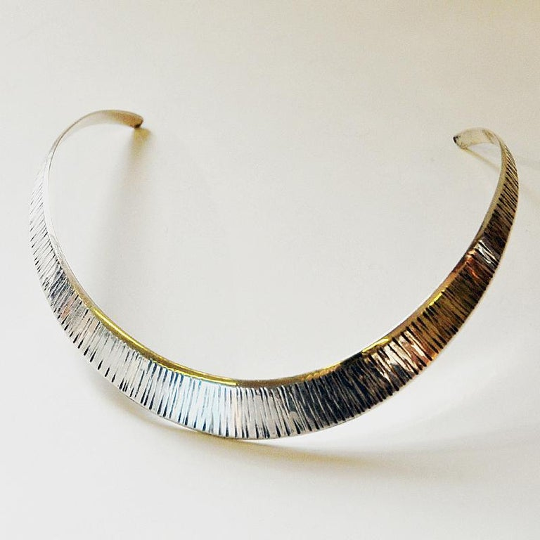 A lovely silver neck ring with vertical relieffs designed by Karl Erik Palmberg for Alton, Falköping, Sweden, 1973. Beautiful and easy to wear and put on and off your neck. Stamped with: Alton Y9 925 Sterling. Design: KE Palmberg.  Special and