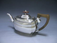 Sterling Silver Teapot made in the Reign of George V