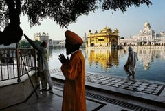 Sikh devotee prays at the Golden Temple, Amritsar, Punjab, India
