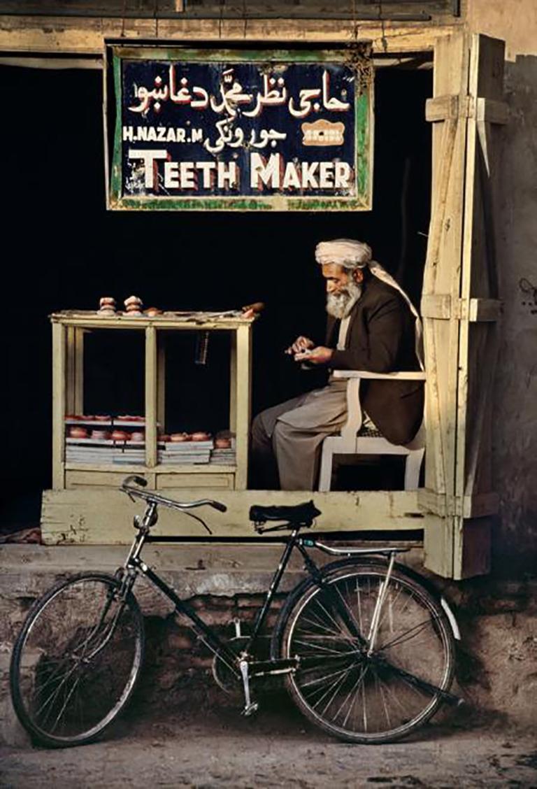 Teeth Maker in Kandahar, Afghanistan, 1998 - Photograph by Steve McCurry
