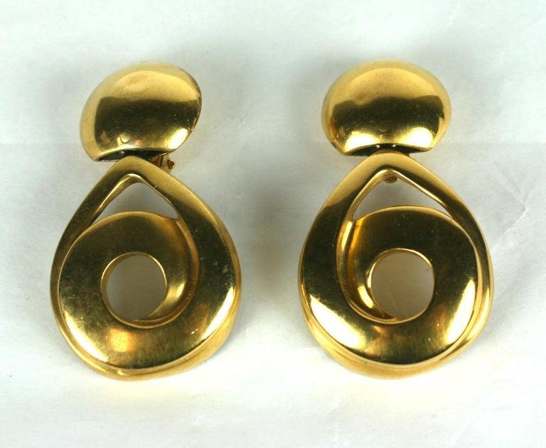 Steve Vaubel Matte Gold Swirl Pendant Drop Earrings In Good Condition For Sale In Riverdale, NY