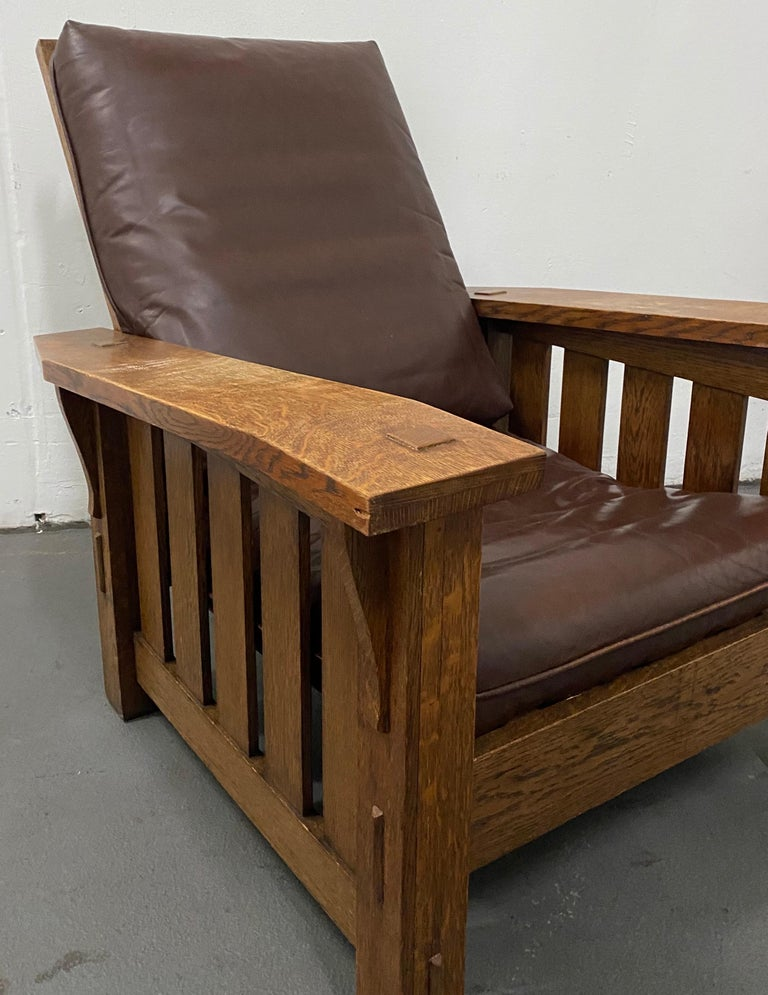 American Stickley Arts & Crafts Mission Oak and Leather Armchair, circa 1920 For Sale