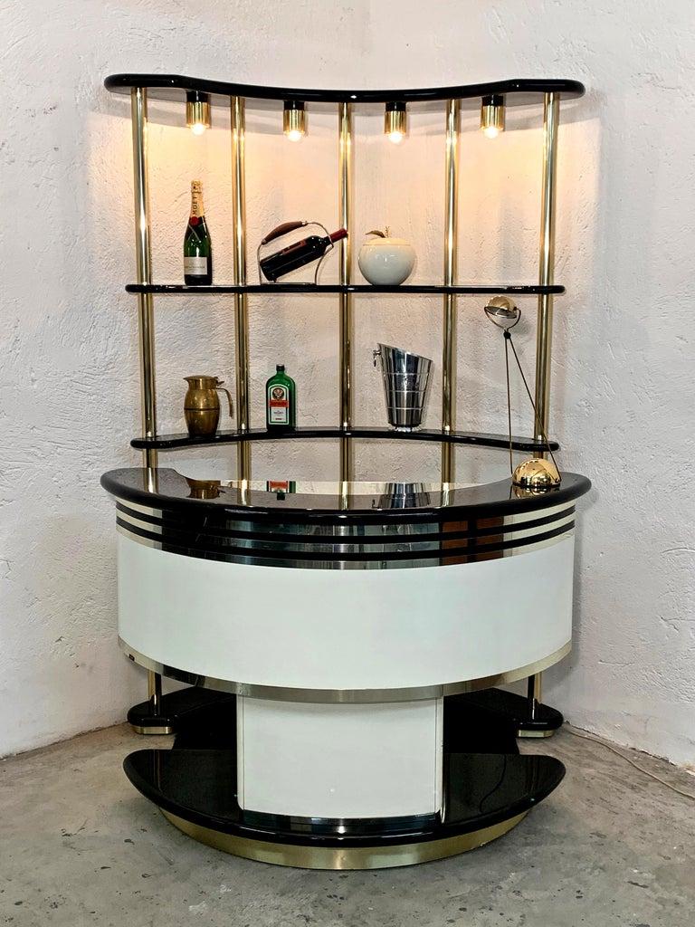 Stilglass Donati Guzzini Midcentury Brass and White Wood Italian Dry Bar, 1970s In Good Condition For Sale In Roma, IT