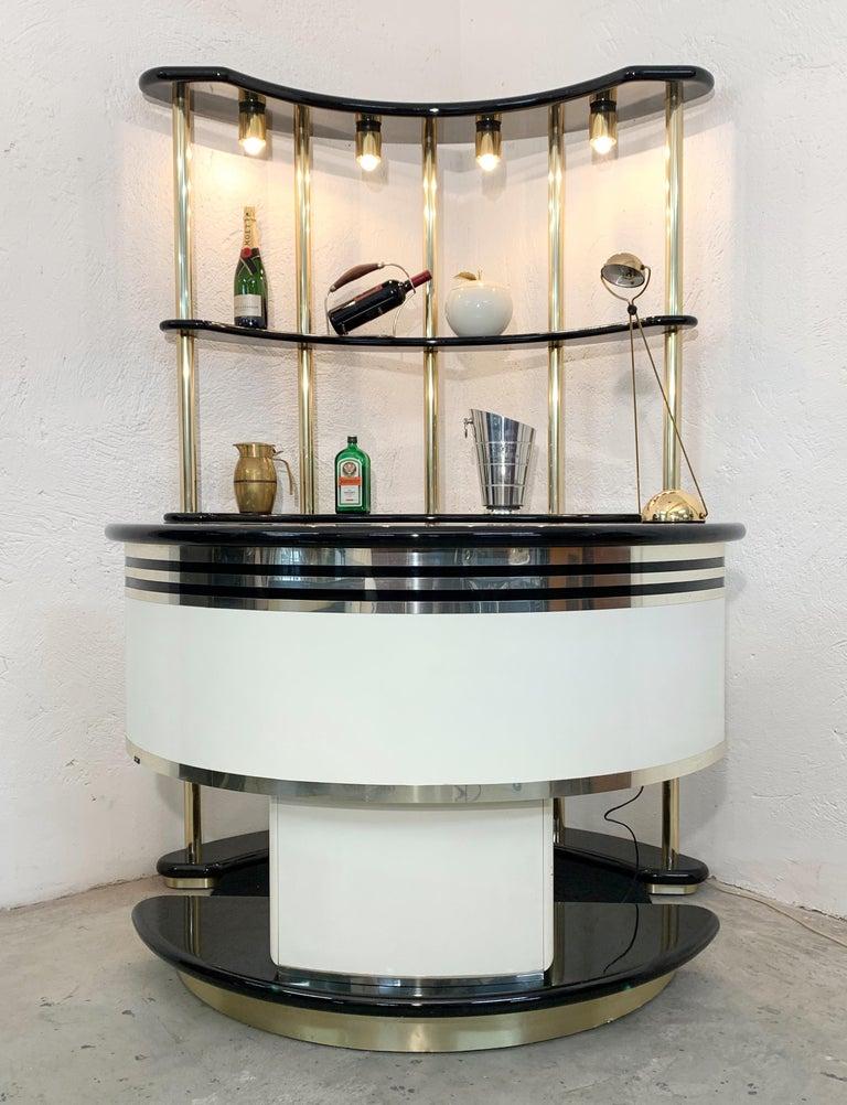 Late 20th Century Stilglass Donati Guzzini Midcentury Brass and White Wood Italian Dry Bar, 1970s For Sale