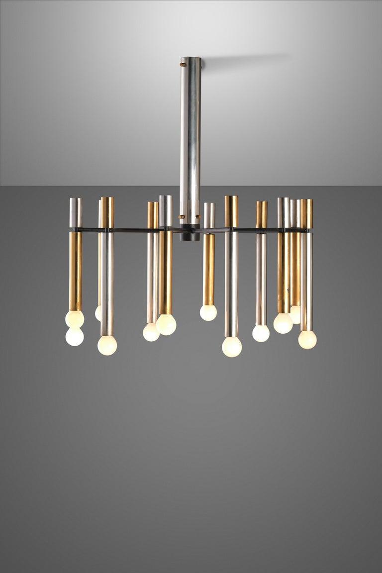 Mid-Century Modern Stilnovo 12-Lights Chandelier in Brass and Aluminium, 1970 circa