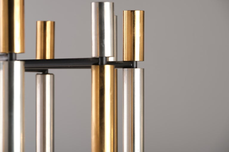 Stilnovo 12-Lights Chandelier in Brass and Aluminium, 1970 circa In Good Condition In Milan, IT