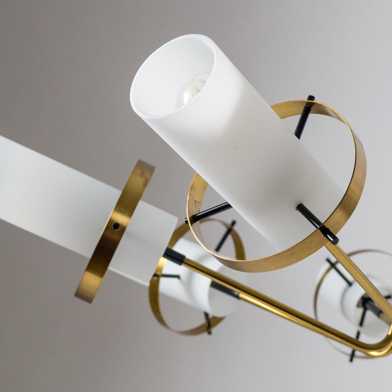 Modernist Chandelier, Stilnovo (Attr.), circa 1958, Brass and Satin Glass For Sale 5