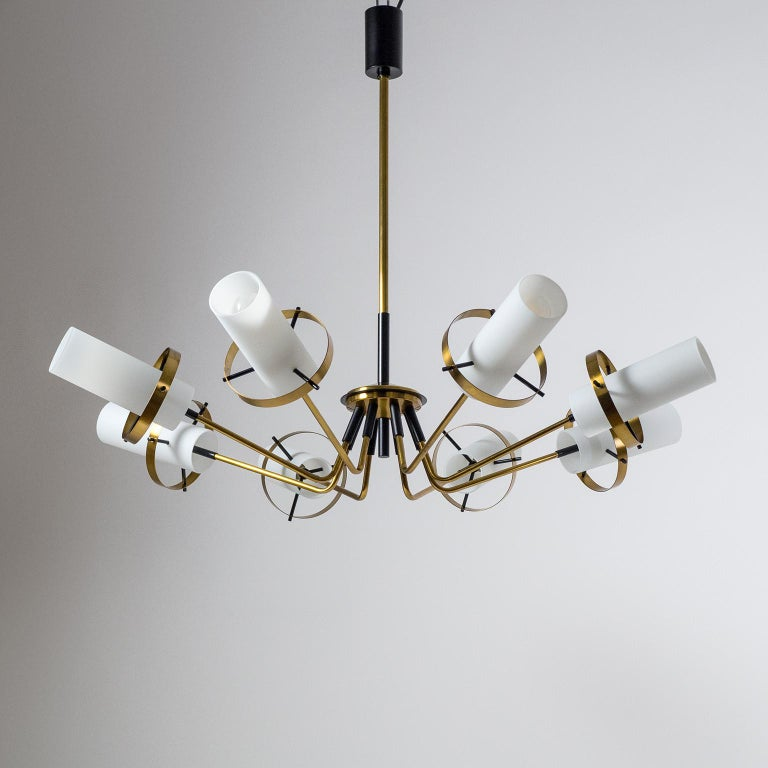 Excellent brass Sputnik chandelier attributed to Stilnovo, 1958. The hardware is made entirely of brass, partially lacquered in black. Each of the eight-arm has a