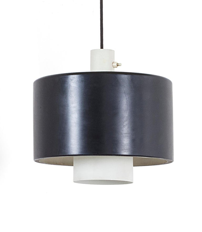 Stilnovo wall light model 2061, Italy, circa 1957. Wall-mounted counterbalance swingarm lamp with brass arm, black enameled metal shade, and counterbalance pulley mechanism for raising and lowering the shade. Signed on backplate 'stilnovo