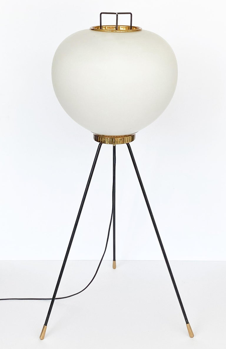 Stilnovo Brass and Opaline Glass Tripod Floor Lamp In Good Condition For Sale In Chicago, IL