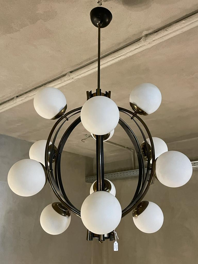 Mid-20th Century Stilnovo Chandelier Polished Brass Lacquered Metal Satin Balls, Italy, 1960 For Sale