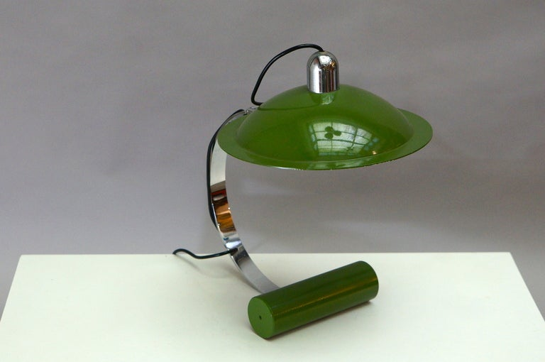 Stilnovo De Pas – D'Urbino – Lomazzi desk lamp Materials: Cast iron counterweight, painted with green wrinkle paint. Chromed iron rod and top. Green painted aluminium lampshade, white painted inside. Bakelite socket.  Measures: Lampshade: Ø 28 cm