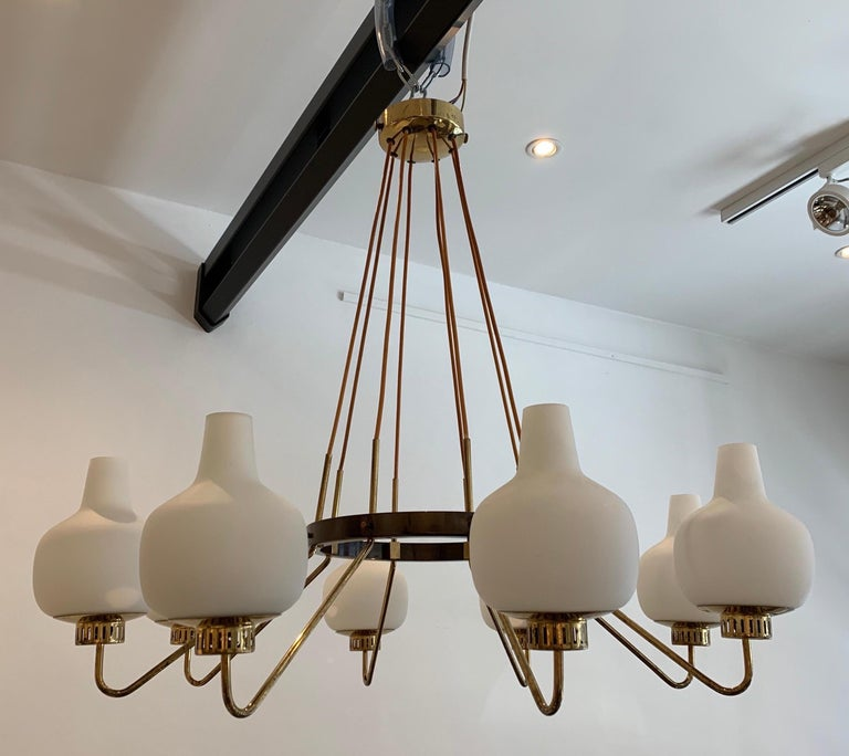 Stilnovo is major Italian lighting company. Well active in the 1950s, it created among the most beautiful design in lighting that represents the fifties style. The present chandelier dates from the 1950s. There exists sconces of this type but the