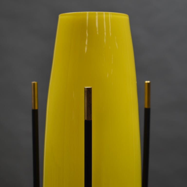 Mid-20th Century Stilnovo Floor Lamp in Hand Blown Murano Glass and Brass, Italy, circa 1950 For Sale